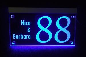 Verlichte naamborden van RVS met led of solar verlichting